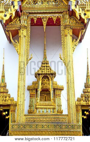 Pavement Gold    Temple   In     Incision Of The Temple