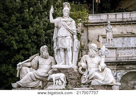 The goddess Roma is represented standing on a large pond in the shape of a shell. On its sides are the two representations of the Tiber and the Aniene rivers with the she-wolf suckling the two twins in the center. Sculpted by Giovanni Ceccarini, 1822-1824
