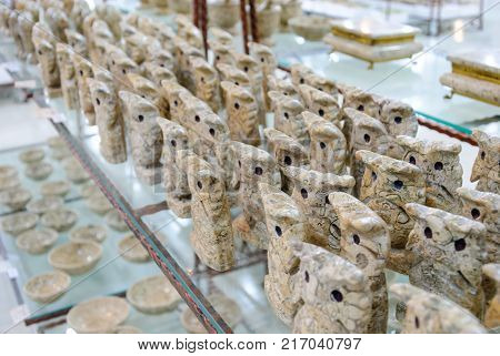 Decorative figurines of owls carved from onyx in the shop window