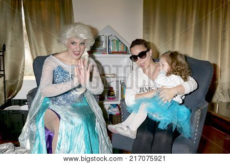 LOS ANGELES - NOV 26:  Elsa Impersonator, Shanelle Workman Gray, Amelie Bailey at the Amelie Bailey 2nd Birthday Party at Private Residence on November 26, 2017 in Studio City, CA