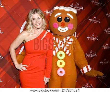 LOS ANGELES - DEC 4:  Alison Sweeney, Gingerbread Man at the Christmas At Holly Lodge Screening at 189 The Grove Drive on December 4, 2017 in Los Angeles, CA