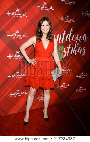 LOS ANGELES - DEC 4:  Kellie Martin at the Christmas At Holly Lodge Screening at 189 The Grove Drive on December 4, 2017 in Los Angeles, CA