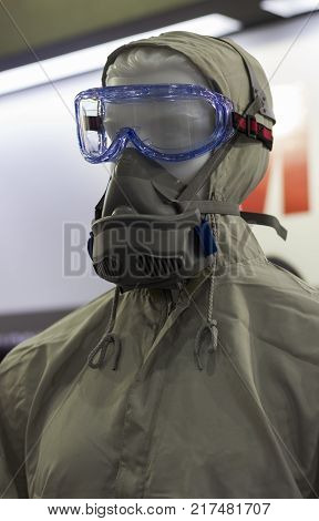The Chemical protection suit with glasses ; hazmat