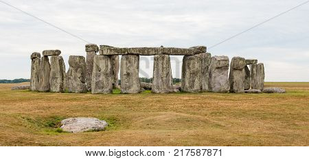 Stonehenge, Salisbury, England, Neolithic monument made of large pillars of stone