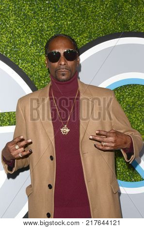 LOS ANGELES - DEC 7:  Snoop Dogg, Calvin Cordozar Broadus Jr at the 2017 GQ Men of the Year at the Chateau Marmont on December 7, 2017 in West Hollywood, CA