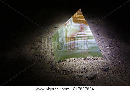 Pyramid Onyx
