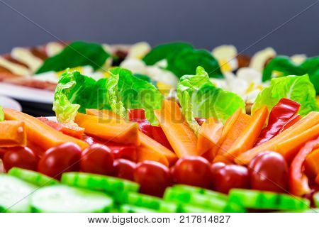 Detail buffet catering food with cucumber carrot tomatoes egg and others vegatables arangement on table.
