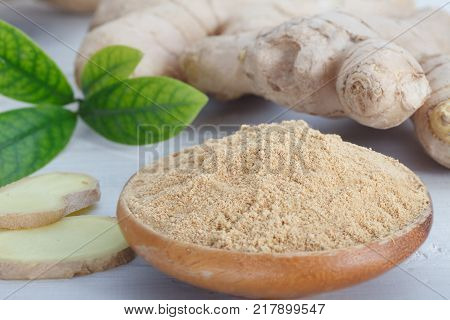 Fresh ginger root and ground ginger spice