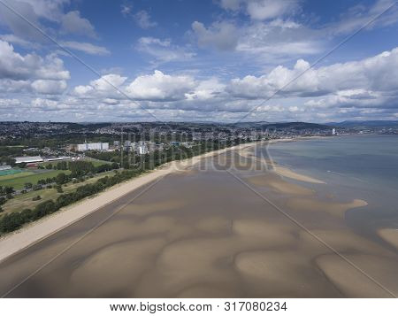 Editorial Swansea, Uk - August 12, 2019: An Aerial View Westward Of The Sweep Of Sand At Low Tide On