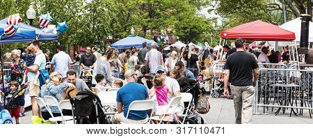 Babylon, New York, Usa - 1 June 2019: Families And Shoppers Sitting At Tables And Strolling Around T