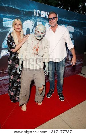 LOS ANGELES - AUG 12: Tori Spelling, Water Zombie, Dean McDermott at the Premiere Of SyFy's