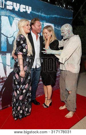LOS ANGELES - AUG 12: Tori Spelling, Ian Ziering, Jennie Garth, Water Zombie at the Premiere Of SyFy's