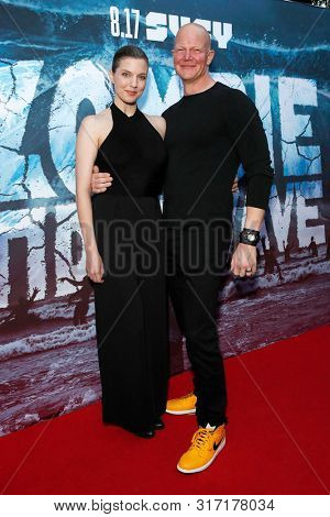 LOS ANGELES - AUG 12: Jenny Brezinski, Derek Mears at the Premiere Of SyFy's