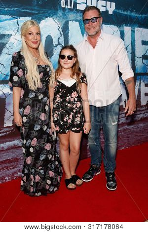 LOS ANGELES - AUG 12: Tori Spelling, Stella McDermott, Dean McDermott at the Premiere Of SyFy's