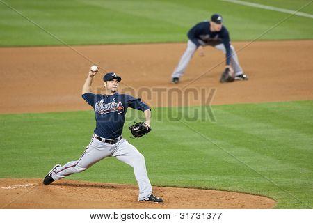 LOS ANGELES - 9 de abril: Atlanta Braves P Brandon Beachy #37 em ação durante o jogo MLB entre o