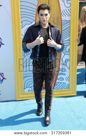 LOS ANGELES - AUG 11:  Manny MUA at the Teen Choice Awards 2019 at Hermosa Beach on August 11, 2019 in Hermosa Beach, CA