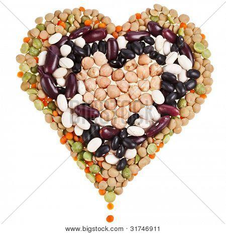 Herzen von Linsen, Bohnen, Erbsen, Haricot Niere Bohnen Leguminosen isoliert auf einem weißen