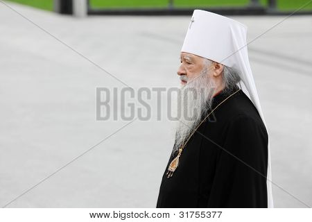 MOSCOW - MAY 8: Metropolitan Juvenaly (Poyarkov Vladimir Kirillovich) at ceremony of wreath laying at tomb of Unknown Soldier at Victory Day celebrations, on May 8, 2011, Moscow, Russia.
