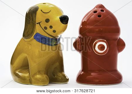 A Dog Figurine Is Sitting Next To A Hydrant Figurine And Smiling (salt And Pepper Figurines)
