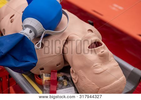 Cpr Airway Management Training Medical Procedure Aed And Bag Mask Valve , Demonstrating Chest Compre
