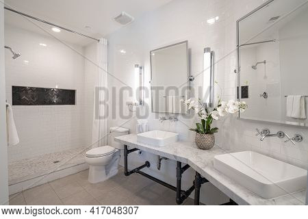 Detroit, Michigan - Usa - April 10, 2021: American Style Bathroom Has Been Recently Remodeled With M
