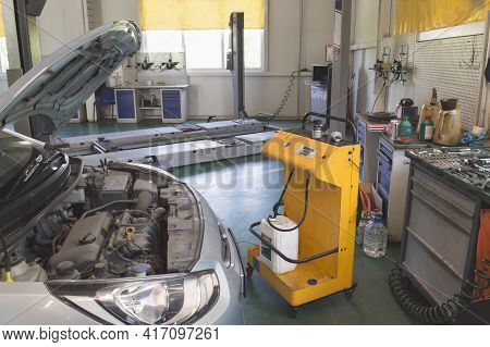 Replacement Of The Coolant On The Car With The Help Of A Special Stand In The Auto Repair Shop