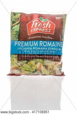 Winneconne, Wi - 15 April 2021:  A Package Of Fresh Express Premium Garden Premium Romaine Salad On