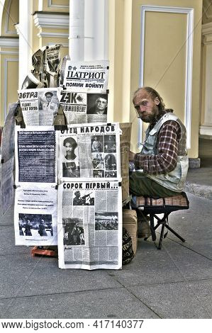 07-03-2011 St. Petersburg, Russia Homeless Man On The Famous Nevsky Avenue, With A Cardboard Structu