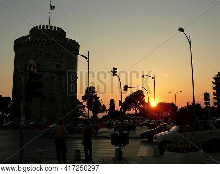 Redaktionell Amazing Orange Sunset At The White Tower In Thessaloniki Greece
