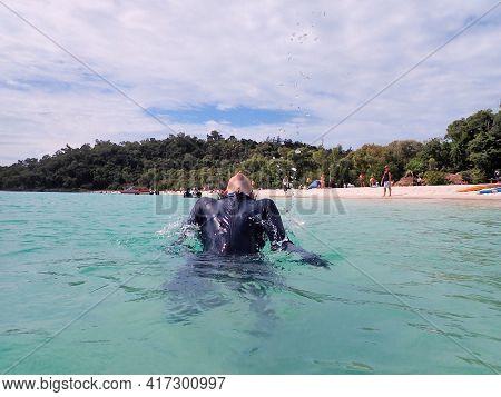 Whitehaven Beach, Whitsundays, Queensland, Australia - April 2021: Man With Head Back Splashing Wate