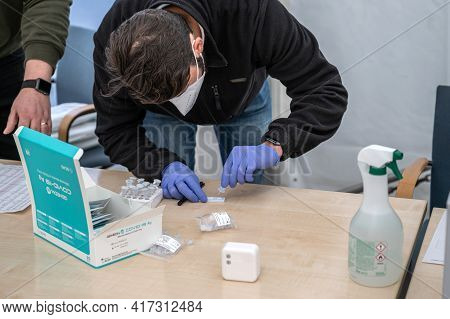 14.04.2021 Geneda Coronavirus Covid-19 Diagnostic Worker Holding Swab Sample Collection Kit Hand In