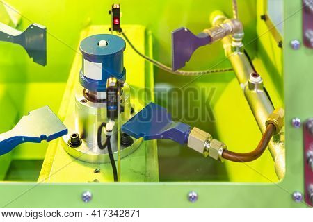 Jig Setting Workpiece And Flat Spray Air Nozzle In Blowing Room Of Automatic Blow Dryer Machine For
