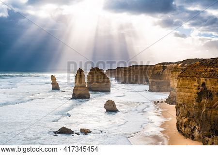 12 Apostles Rocks - Amazing View Of Sun Rays After The Storm