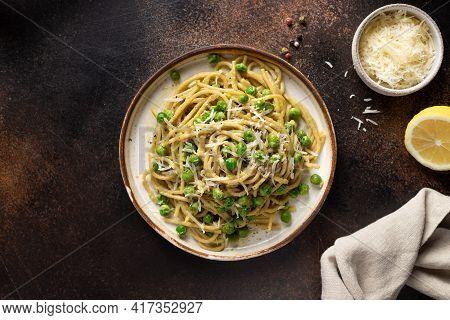 Whole Wheat Pasta Spaghetti In Ceramic Plate