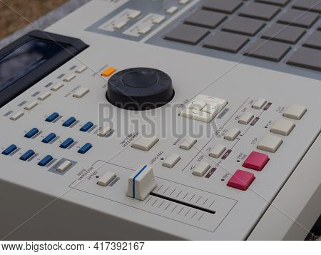Electronic Musical Instrument, Drum Machine For Creating Hip-hop Instrumentals, Rap Music