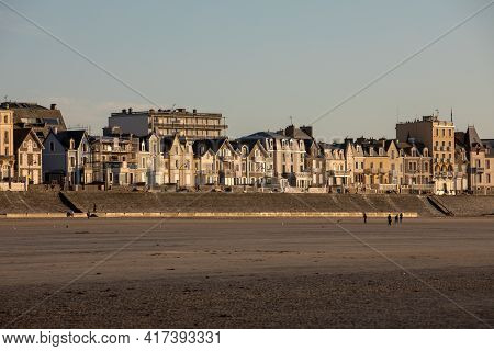 St Malo, France - September 16, 2018: Beach In The Evening Sun And Buildings Along The Seafront Prom