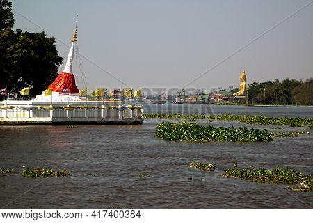 ์nonthaburi ,thailand - January 13 , 2021 : Pagoda Of Tilting Ponmai Yi Kaga Can Be Seen Clearly Fro