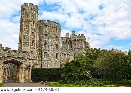 London, Great Britain -may 25, 2016: Windsor Castle, St.george\'s Gate And King Edward Iii Tower On