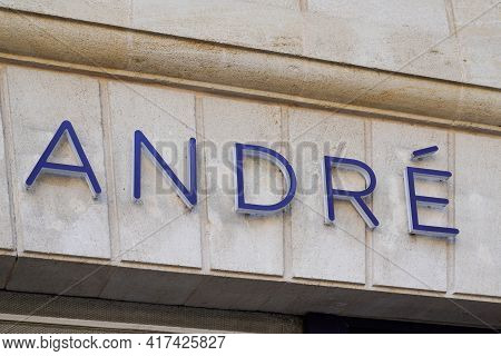 Bordeaux , Aquitaine France - 04 15 2021 : Andre Logo Brand And Text Sign Of Shoes Store French Gian
