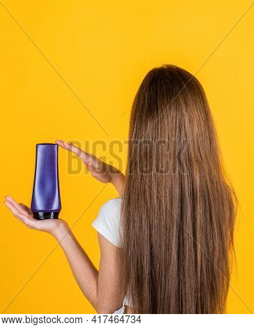 Magic Look. Shampooing Hair In Salon. Daily Habits And Personal Care. Child Use Shampoo In Bottle. H