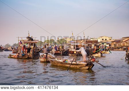 Can Tho, Vietnam - April 2, 2016: Houseboat On Cai Rang Floating Market In The Mekong Delta River. L