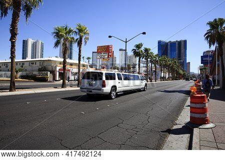 Las Vegas, Nevada / Usa - August 27, 2015: A Limousine On Las Vegas Road, Nevada, Usa