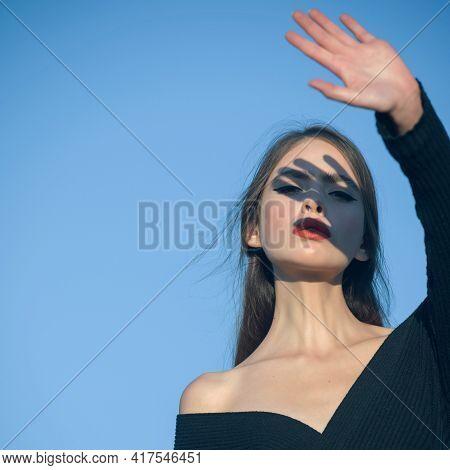 Fashion Look Of Stylish Woman. Hot Summer Girl Beauty Lady Wear Fashion Hat. Romantic Model Woman Wi