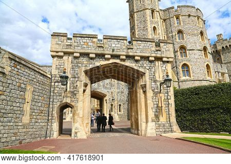 Windsor, Great Britain -may 25, 2016: Windsor Castle, St.george's Gate And King Edward Iii Tower On