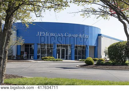 Indianapolis - Circa April 2021: Jpmorgan Chase Operations Center. Jpmorgan Chase And Co. Is The Lar