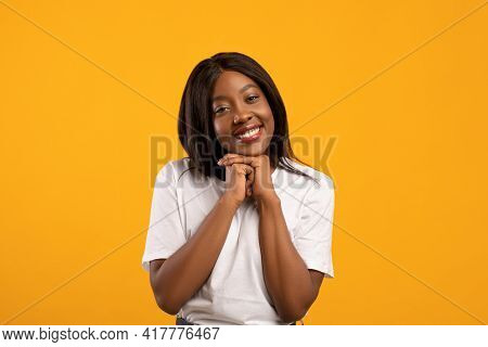 Sweet Black Lady Showing Tenderness On Yellow