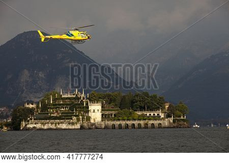 Stresa (vco), Italy - October 04, 2009: Elicopter Flying Near Isola Bella During The World Offshore