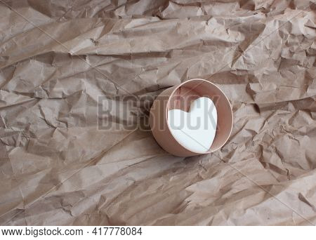On A Paper Background - A Round Birch Bark Box With Dry Shampoo In The Form Of A White Heart. Eco-fr