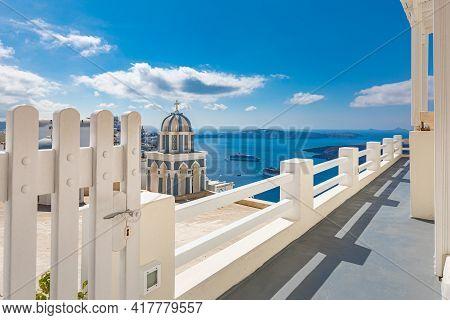 October.14.19: Travel Landscape Of Sunny Santorini, Greece. White Architecture In Oia On Santorini.