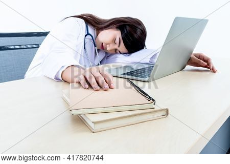 Blurred Soft Images Of Asian Attractive Woman Doctor, Sat Asleep On The Desk, Because She Was Tired